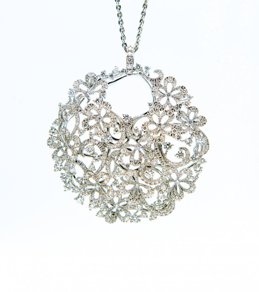 「伊甸園系列」18K白金<br>共重5.04克拉鑽石頸鍊