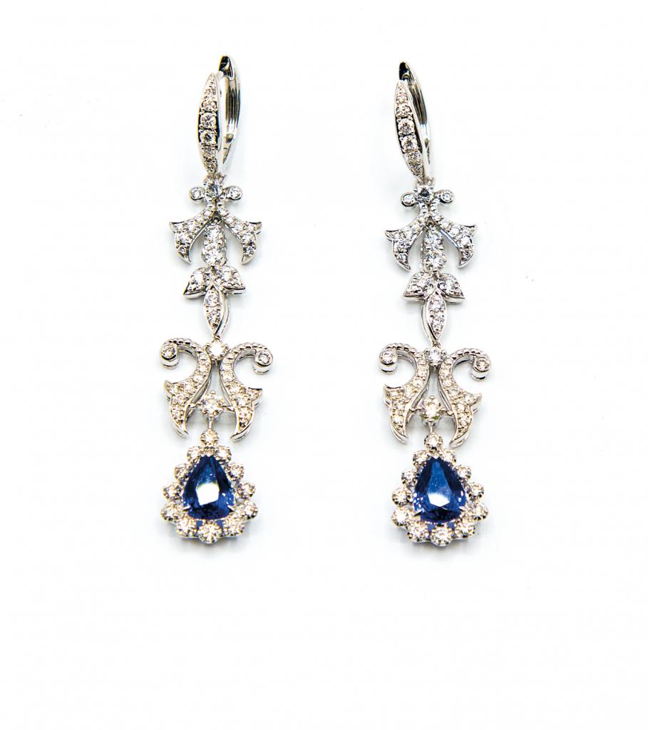 18K白金共重2.19克拉<br>藍寶石配鑽石耳環