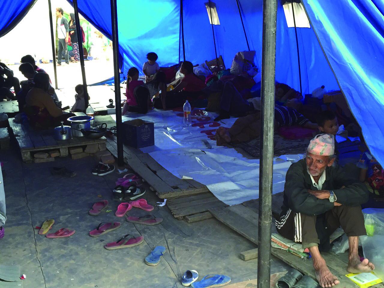 架起帳篷,架起重建家園的盼望。