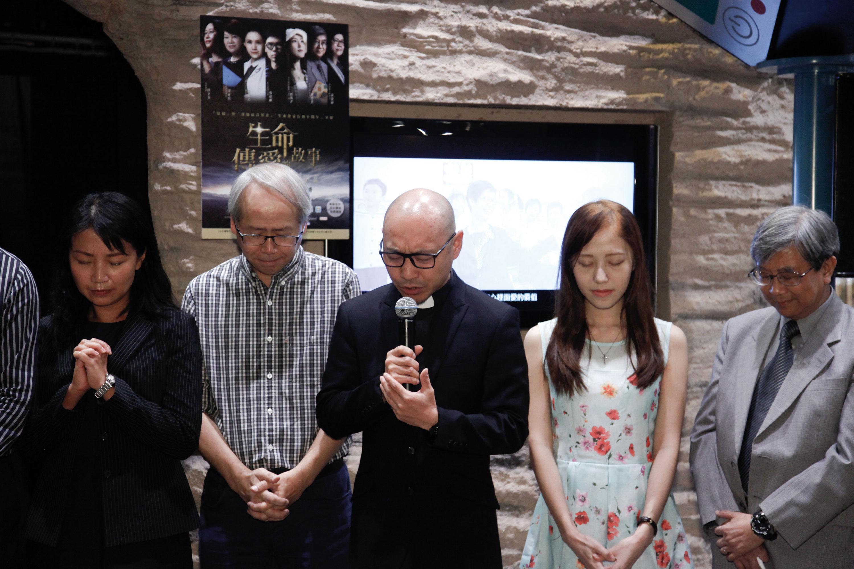 我們特別邀請了循道衛理聯合教會九龍堂盧偉旗牧師主持祈禱環節。