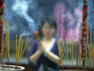 Burning_incense_sticks_in_Vietnam
