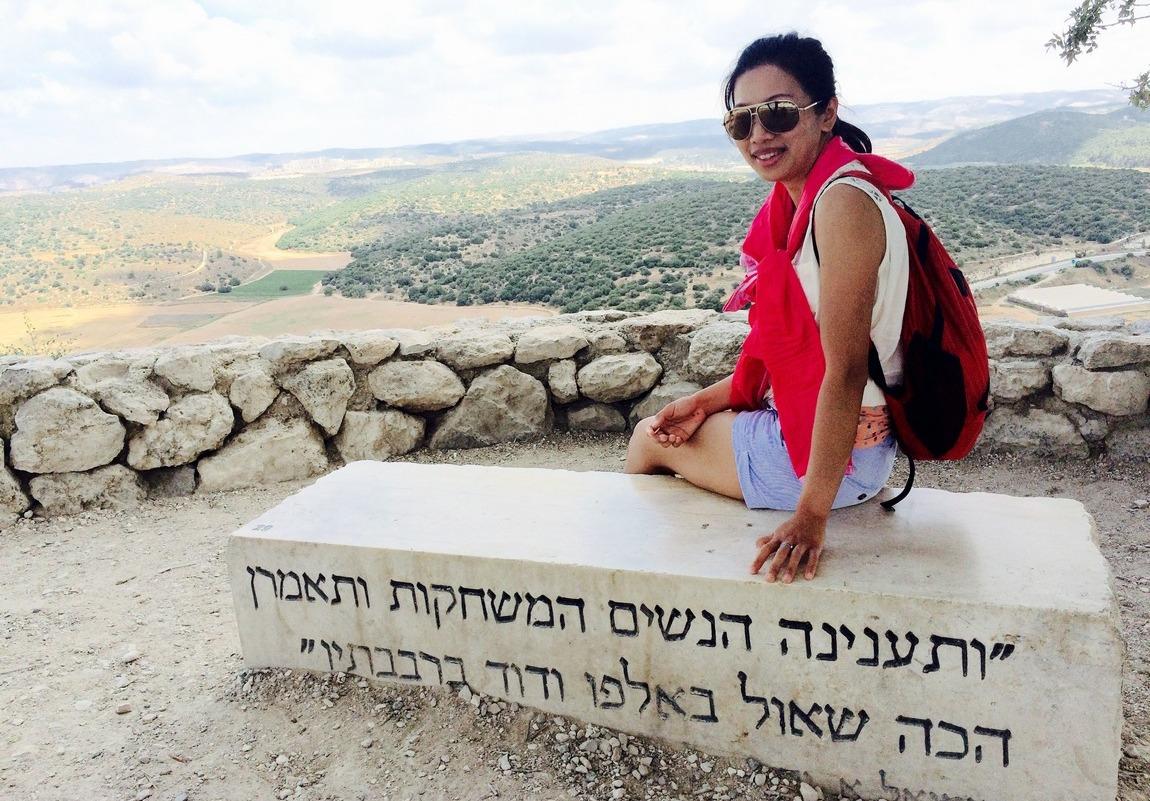 有些地方仍是只有希伯來文,看不到懂就只能靠朋友。