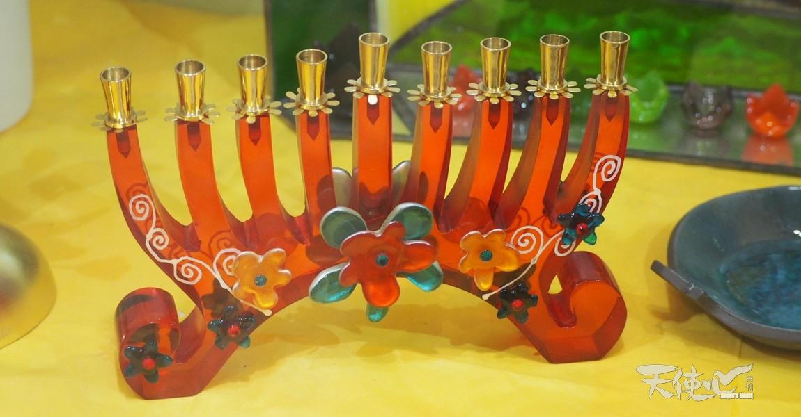 「光明節」(Chanukah,或修殿節/Feast of Dedication/Feast of Lights)是猶太曆基斯流月25日黃昏起一連八天的節期(西曆2017年於12月12日晚上開始直至20日)