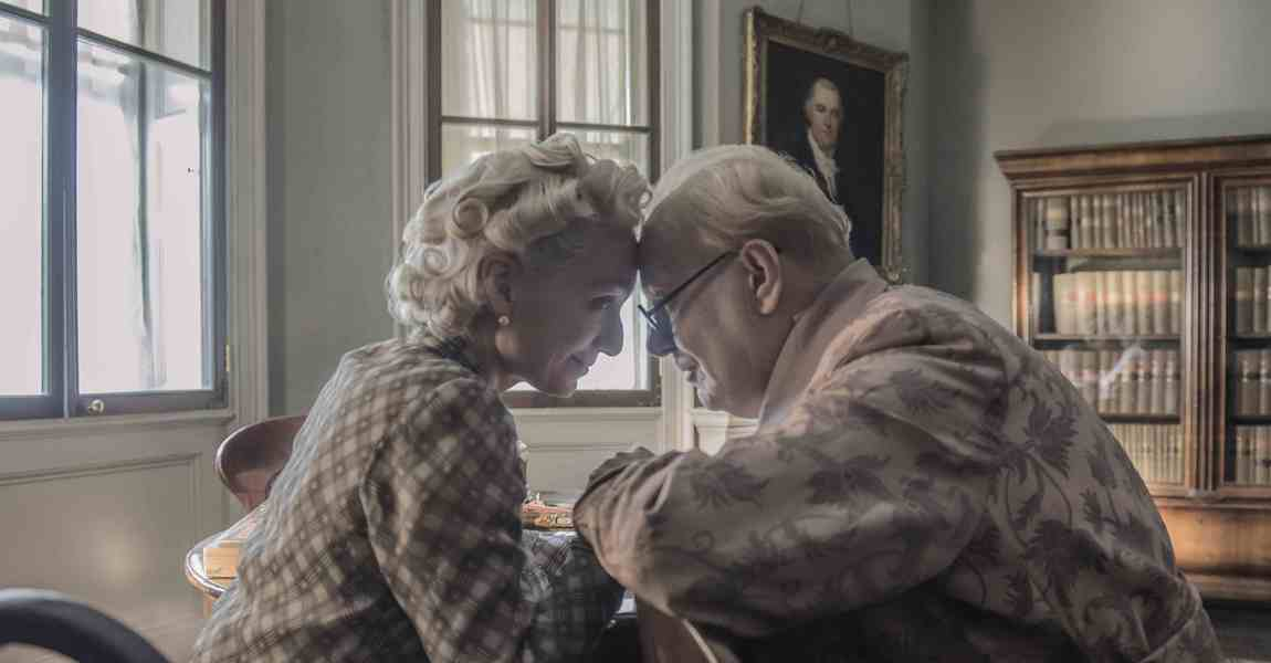 4106_D025_00081_R2_CROP Kristin Scott Thomas and Gary Oldman star as Clementine and Winston Churchill in director Joe Wright's DARKEST HOUR, a Focus Features release. Credit: Jack English / Focus Features