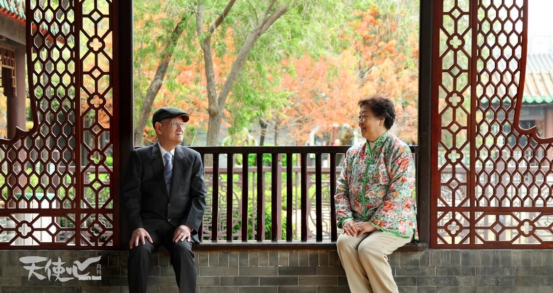 直問盧太,何謂浪漫,她回答:「唔識!」但見二人望着對方專注信任的眼神,和每一個默契的動作,其實歲月累積下來的就是浪漫。