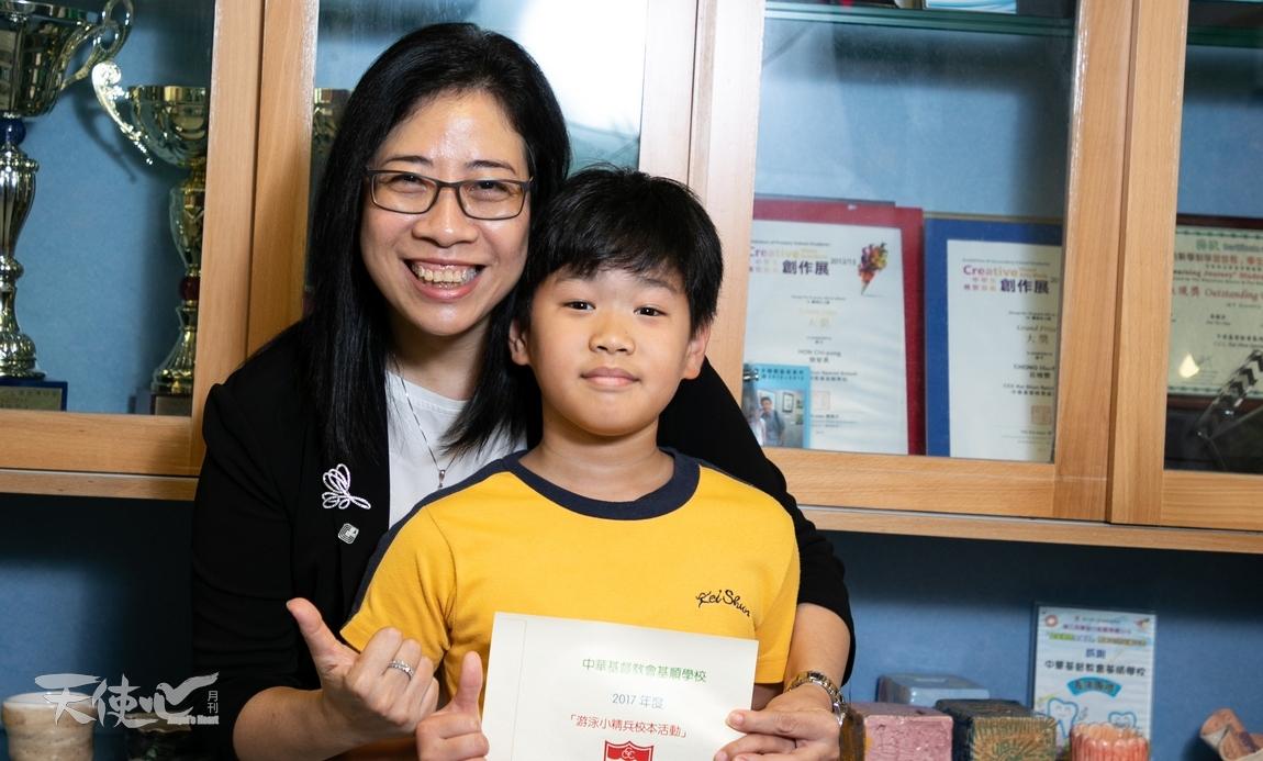 姚靜儀校長表示學生參加了泳班後,自信心和體格都有明顯的提升。