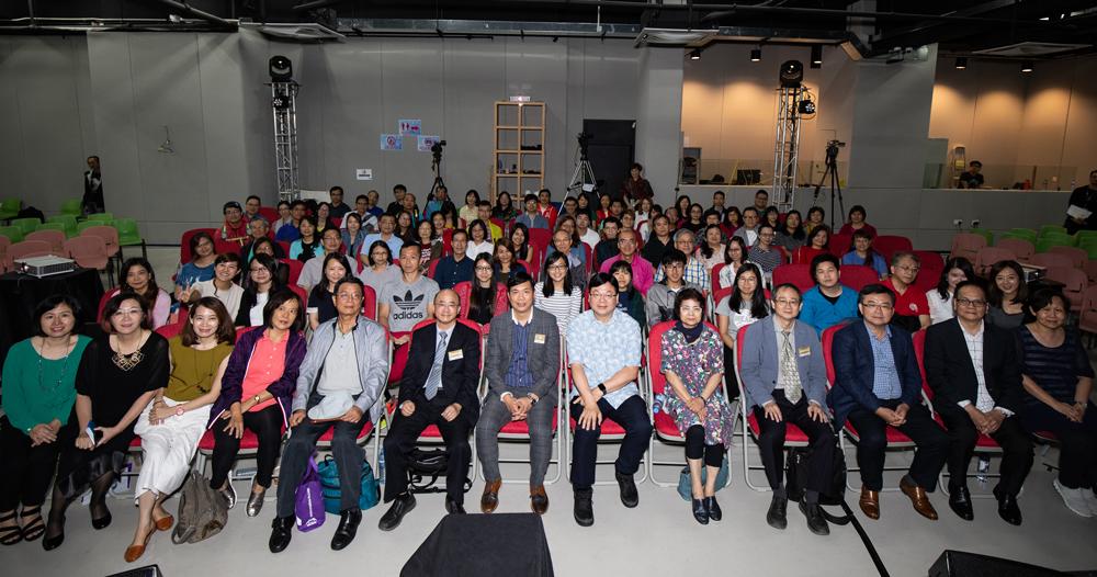 參與研習會的香港教牧同工會後與影音使團總幹事袁文輝先生、楊錫儒牧師及他的團隊合照。