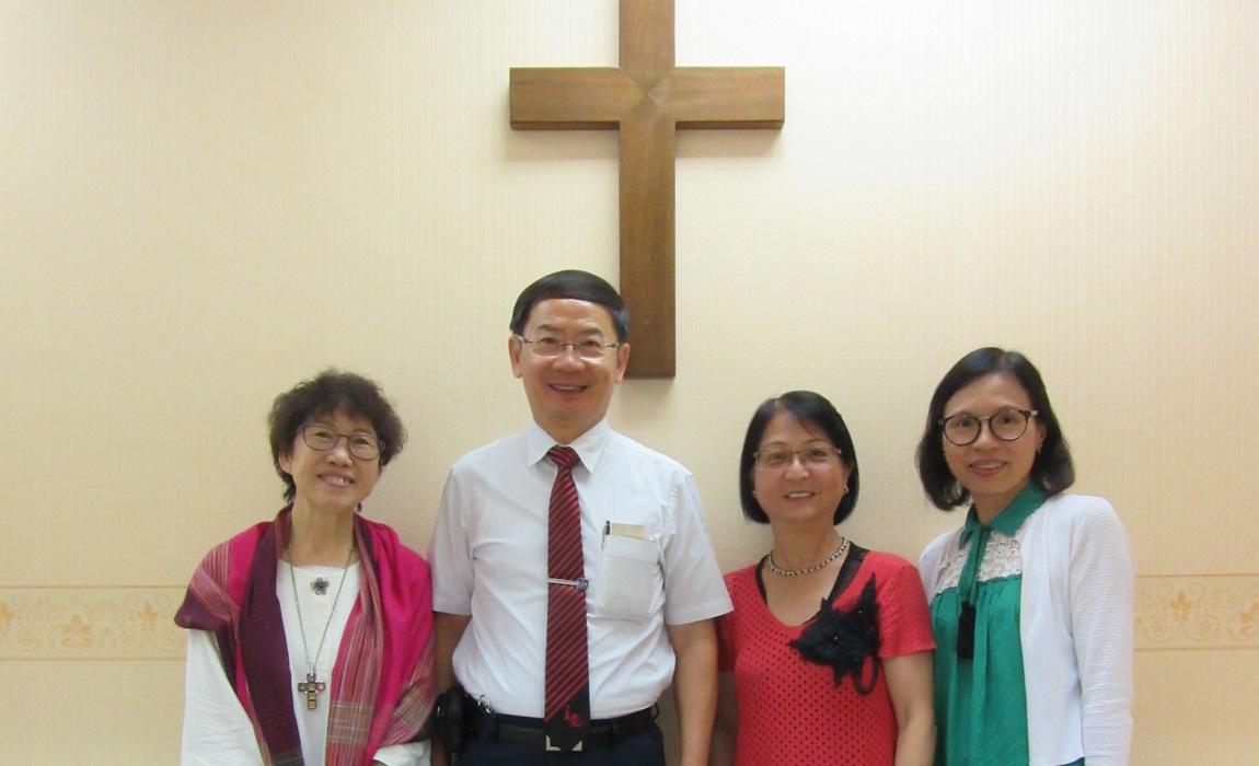 (左起)黃凱施姑娘、陳一華牧師、梁美燕幹事及Anna在癌聯辦公室受訪。